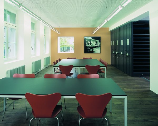 Meeting Room/Jury Room, Bern Collection Center, 2003 © Photograph Guy Jost